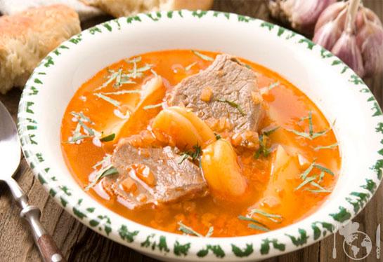 Суп с говядиной и курагой