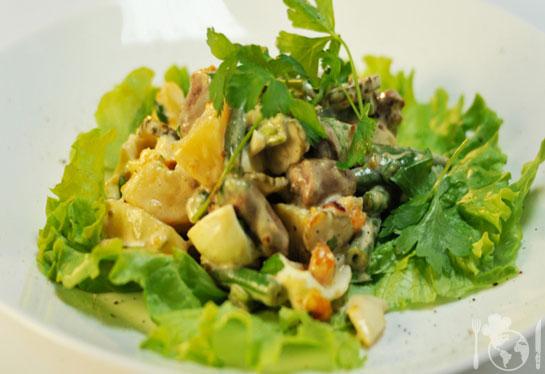 Тёплый салат с куриными сердечками