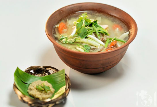 Камбоджийский суп с лапшой и овощами