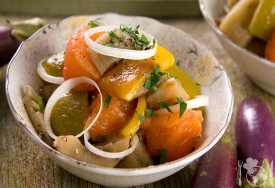 Салат из овощей, жаренных над углями