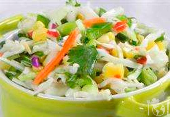 Капустный салат с кукурузой и сладким перцем