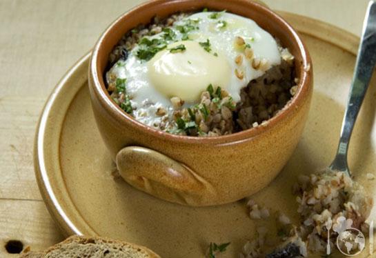 Гречневая каша с яйцом, грибами и куриной грудкой